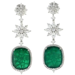 Exquisite 20.74 Carat Emerald Diamond 18 Karat Gold Earrings